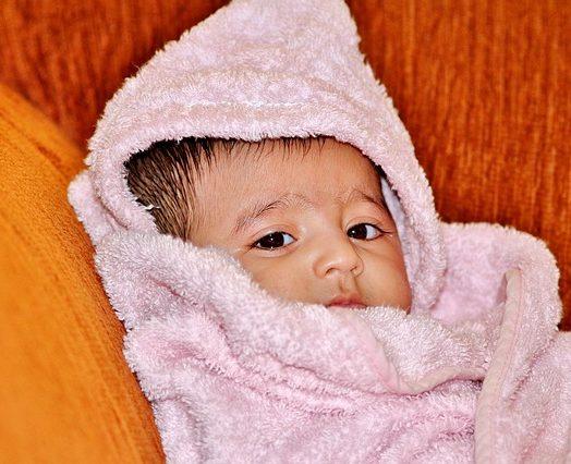 Pielęgnacja noworodka – podstawowe informacje dla młodych rodziców