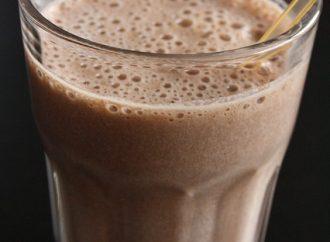 Koktajle białkowe: dlaczego warto po nie sięgać?