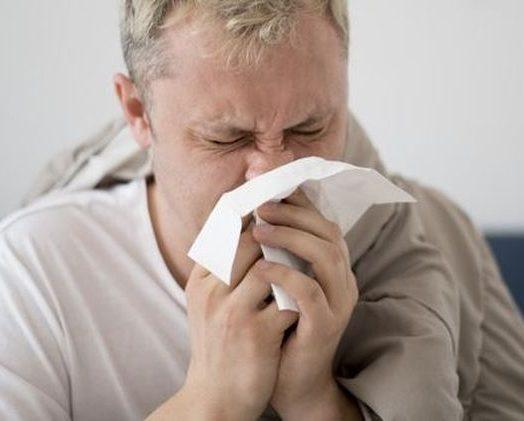 Nieżyt nosa – sprawdzone sposoby na poradzenie sobie z katarem
